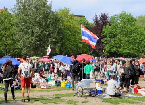 """""""Little Asia"""" im Preußenpark mit Flaggen"""