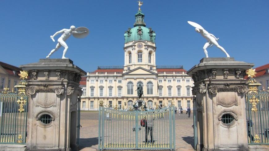 Eingangsportal am Schloss Charlottenburg