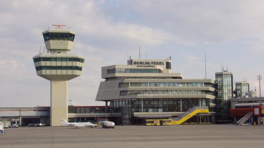 Tower and Hauptgebäude des Flughafens Berlin-Tegel