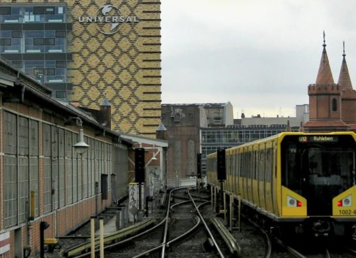 U-Bahn am Bahnhof Warschaue