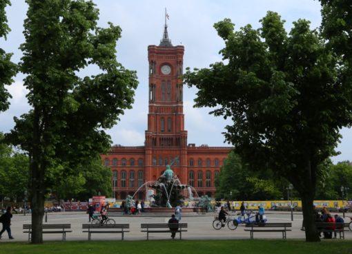 Rotes Rathaus mit Neptunbrunnen