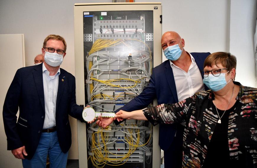 Schlüsselübergabe für die Zukunft des E-Government in Charlottenburg-Wilmersdorf - Foto: IDTZ, NEWPIC