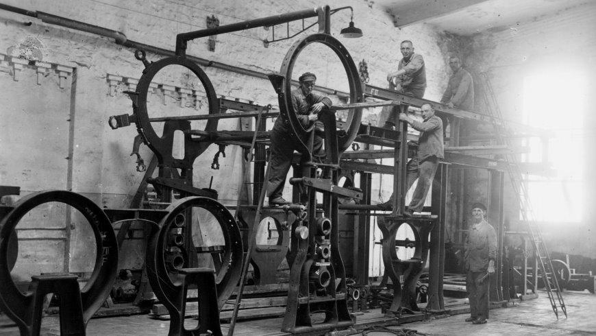 """Wiederaufbau: Papiermaschine """"Phönix"""" 1949"""