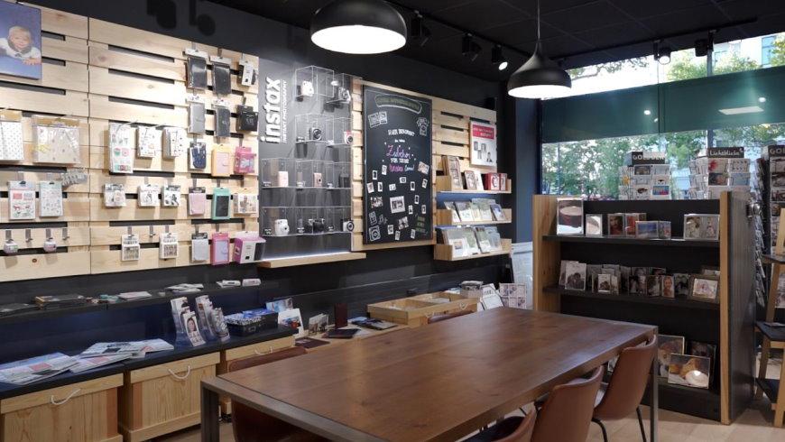 Blick in den neuen Wonder Photo Shop - Foto:  FUJIFILM Imaging Systems).