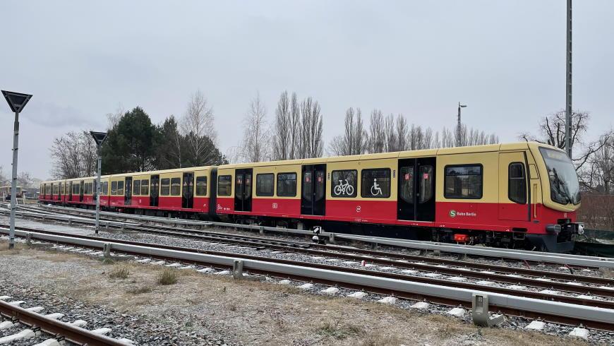 S-Bahn BR 481 im neuen Design